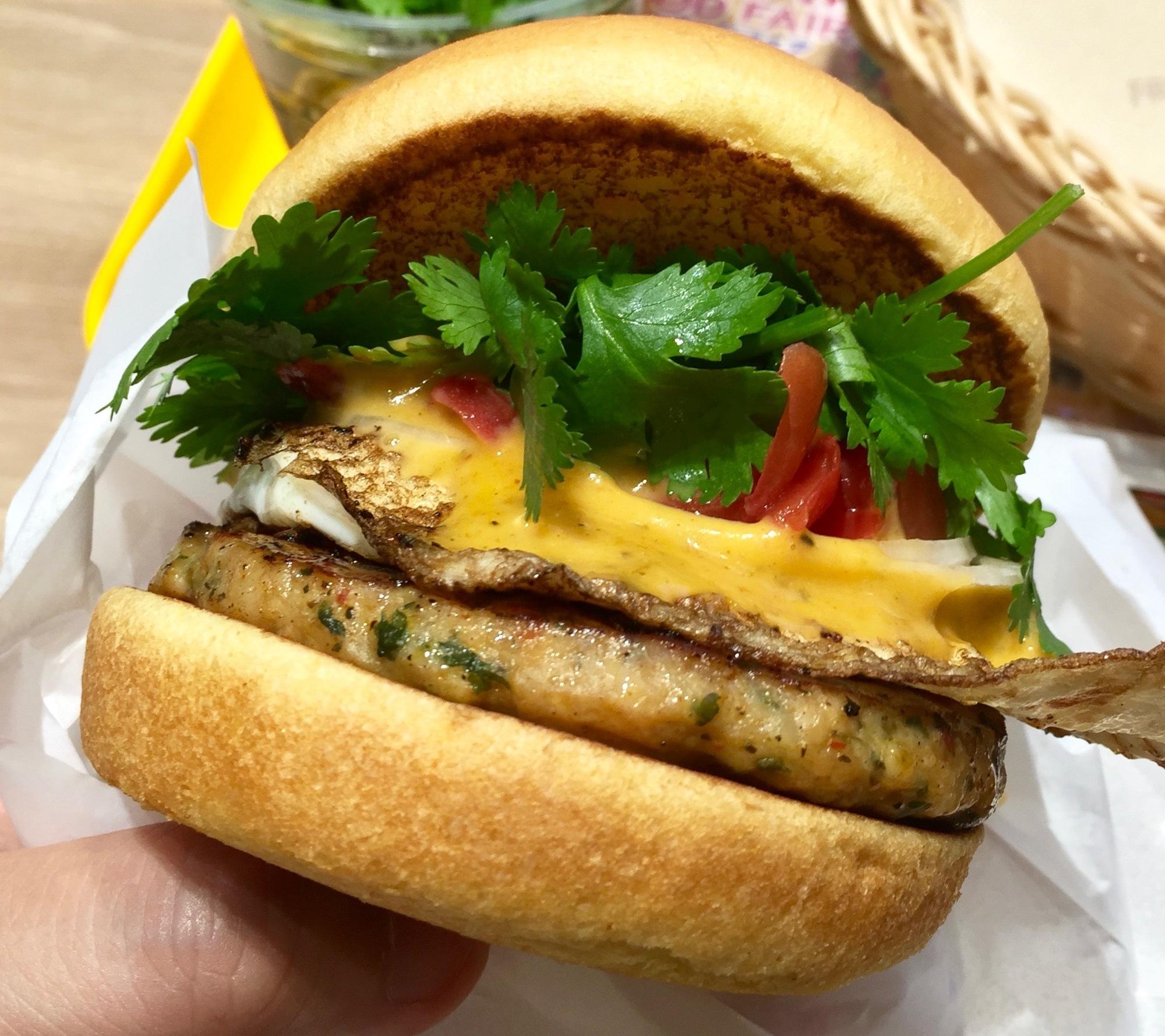 2年目の味はどう?フレッシュネスバーガーで期間限定『ガパオバーガー』を食べてみた!