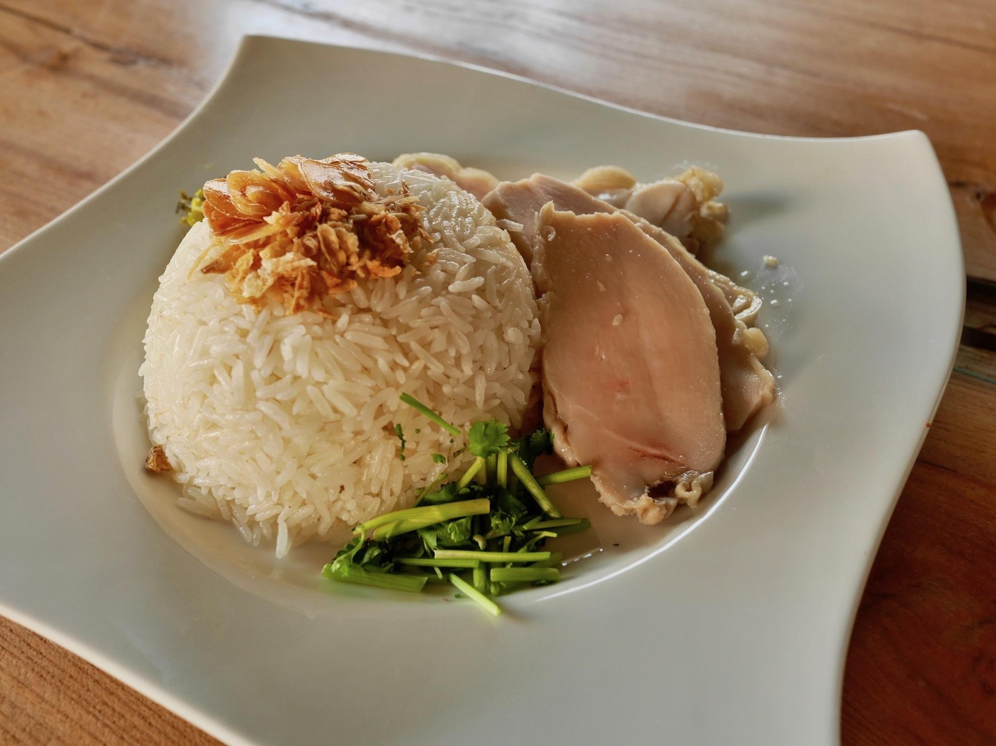 【京都のタイ料理屋】一乗寺ラーメン街道のエスニック料理店「稲穂食堂」で食べた『カオマンガイ』