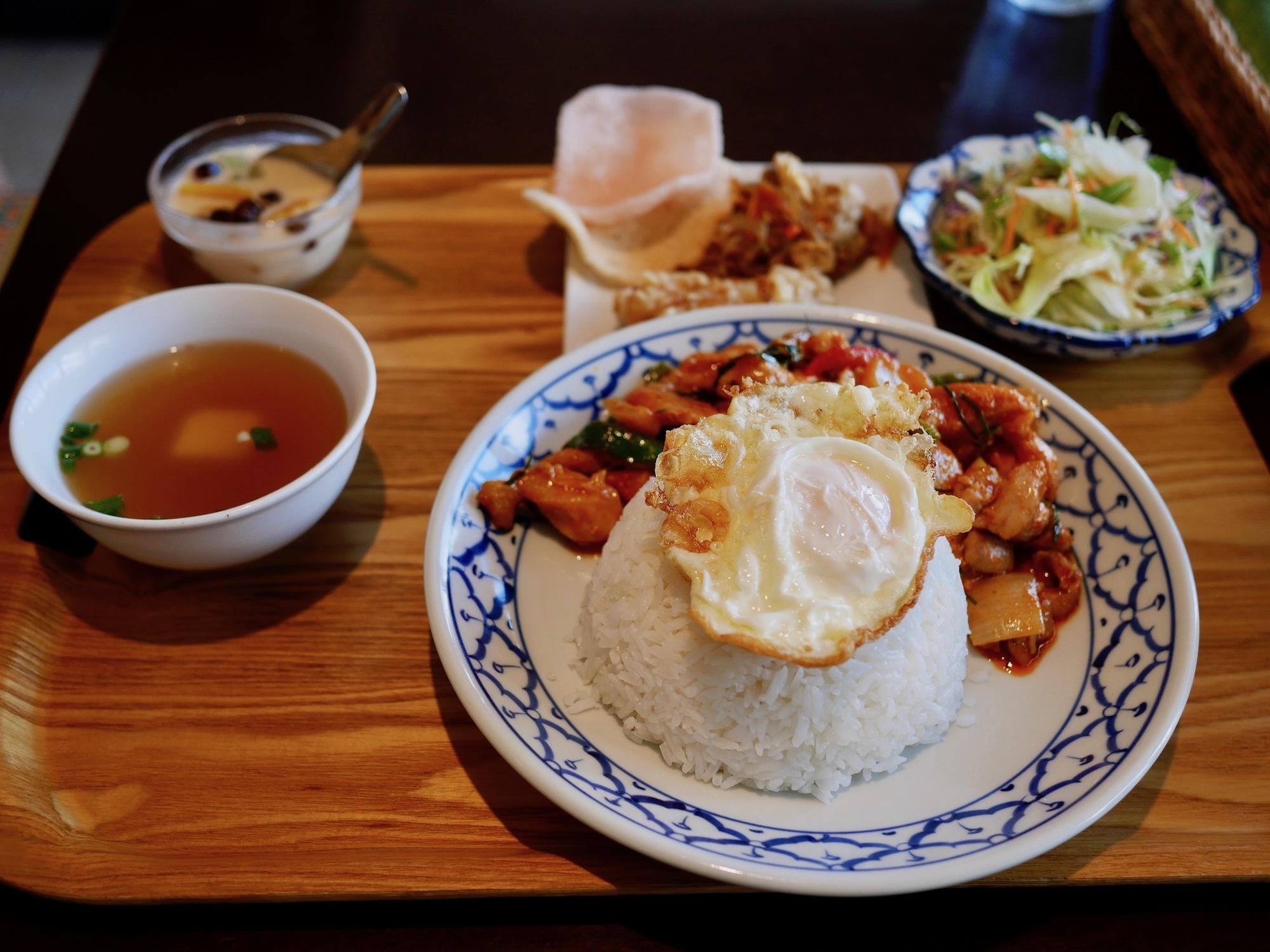【京都のタイ料理屋】四条木屋町下ル「バーンリムナーム」で食べた『パップリックケーンガイ』