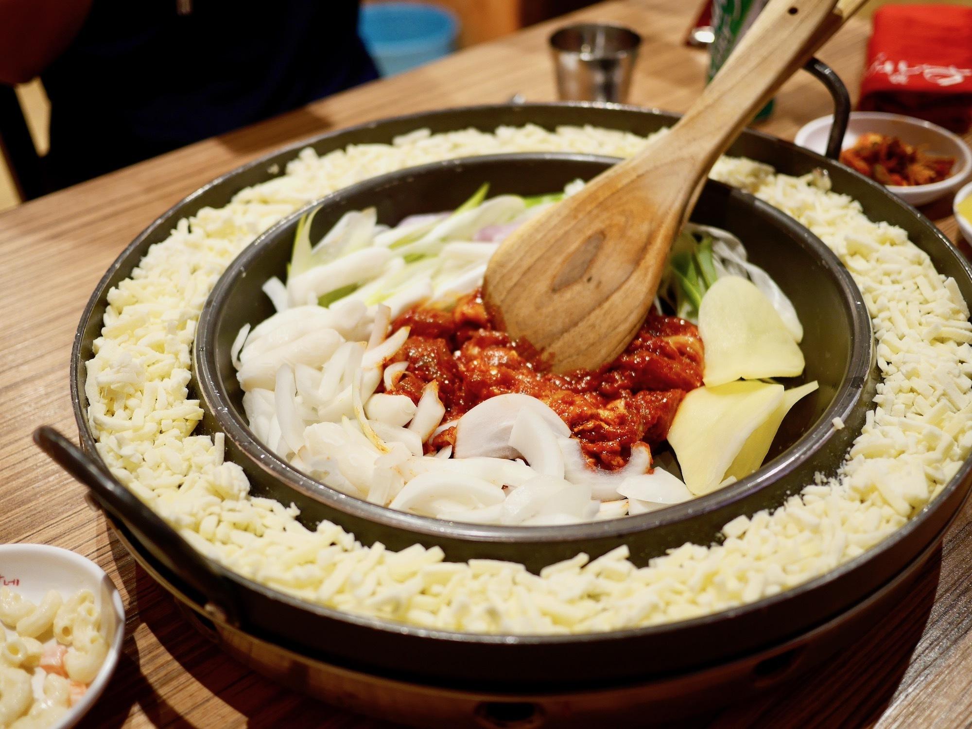 禁断のチーズ+焼肉!バンコクで韓国料理第二弾♪サヤームスクエア「Yogane」の『チーズプルコギ』